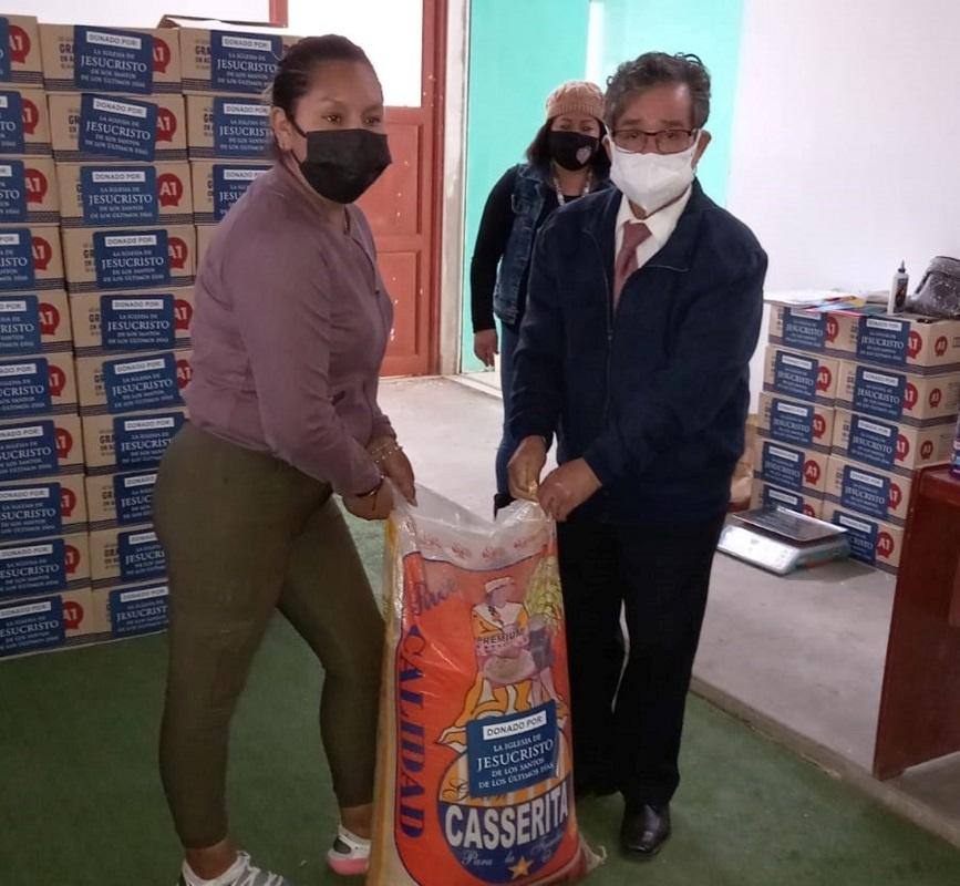 Iglesia de Jesucristo dona alimentos a ollas comunes en el distrito de Santa Rosa