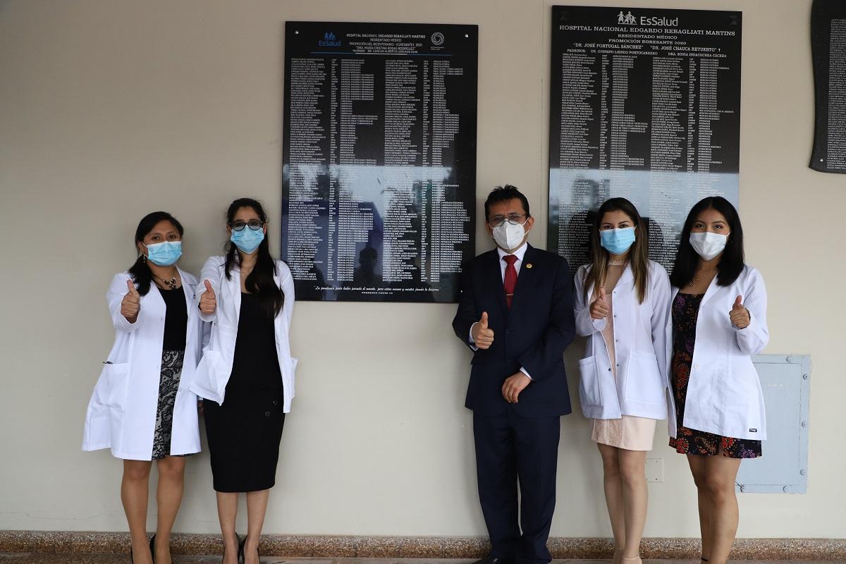 EsSalud Rebagliati: 181 médicos residentes del bicentenario se graduaron con éxito en diferentes especialidades y subespecialidades.