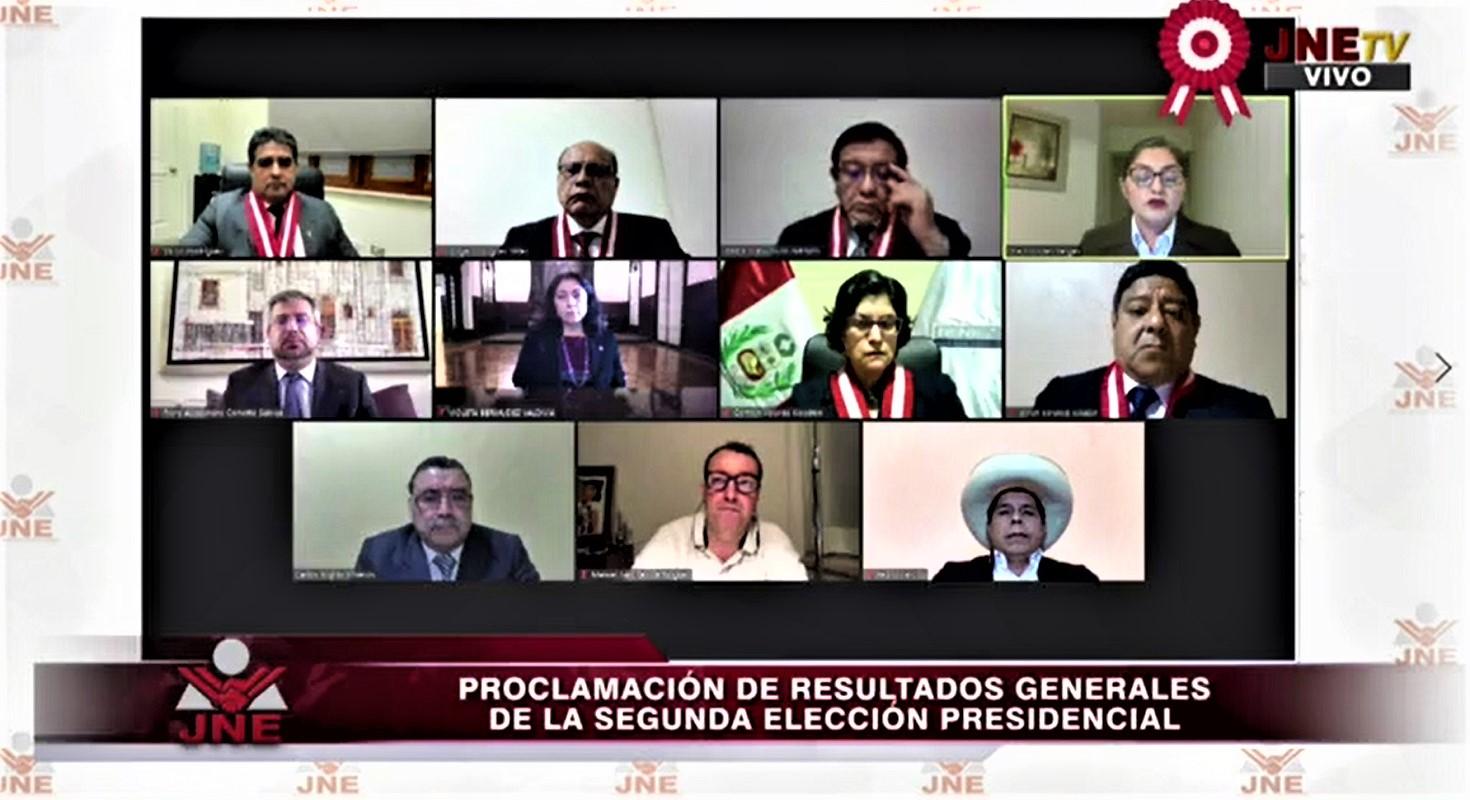 Después de semanas de movilizaciones y luchas en las calles, JNE proclama a Pedro Castillo presidente del Perú.