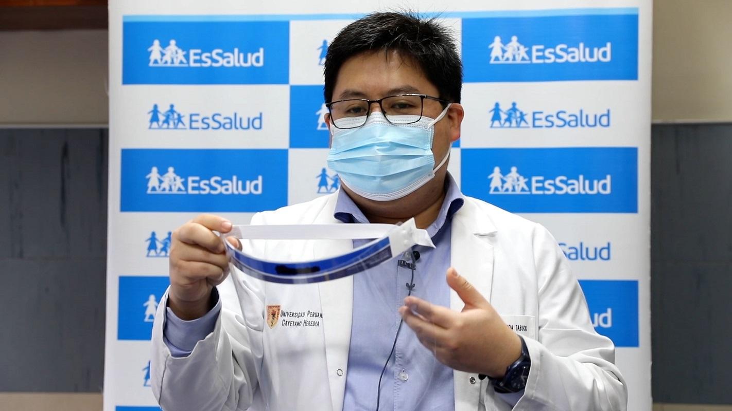 Los protectores faciales son de uso personal, prestarse conlleva la transmisión SARS-CoV-2, que produce el COVID–19.