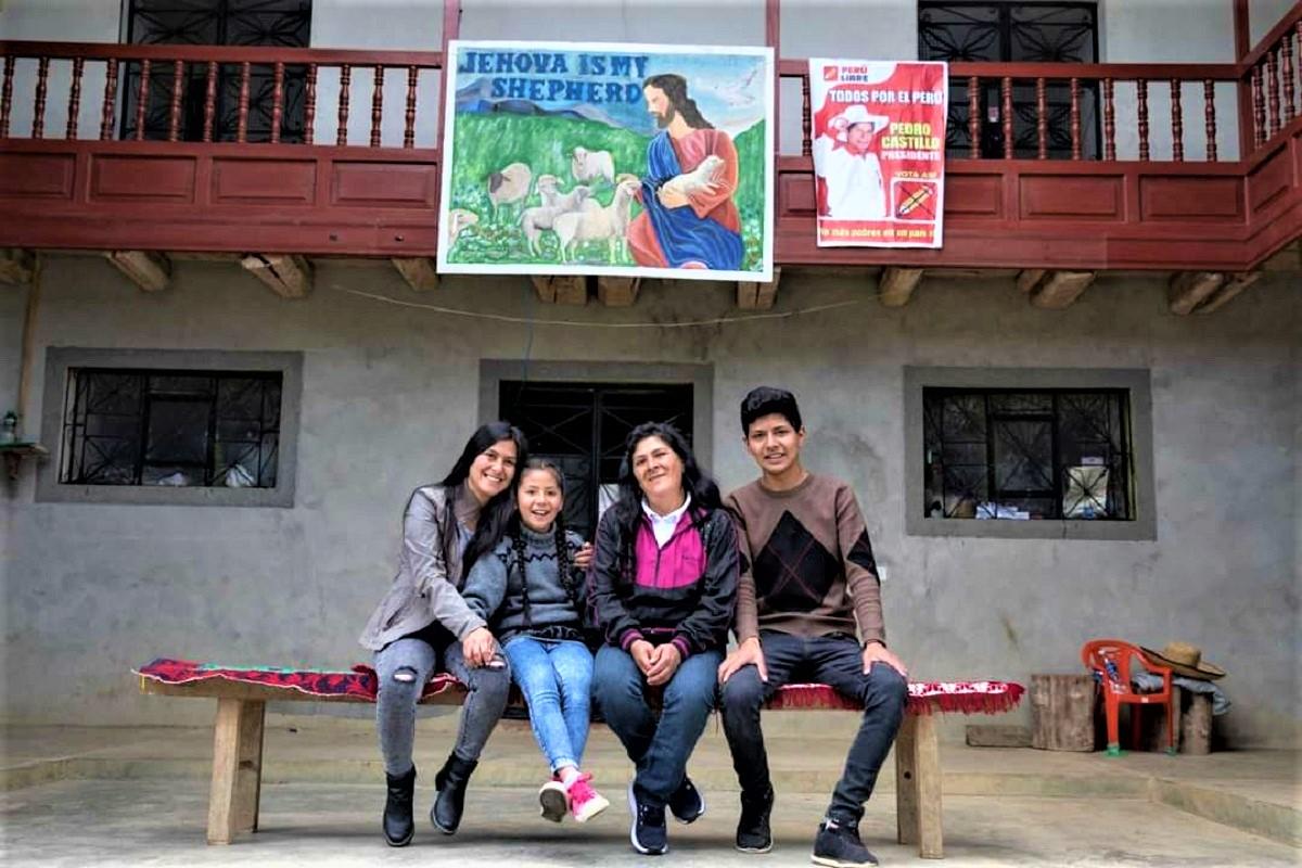 """Lilia Ulcida Paredes Navarro la """"Primera Dama del Perú"""" viviremos todos juntos como familia en Lima."""