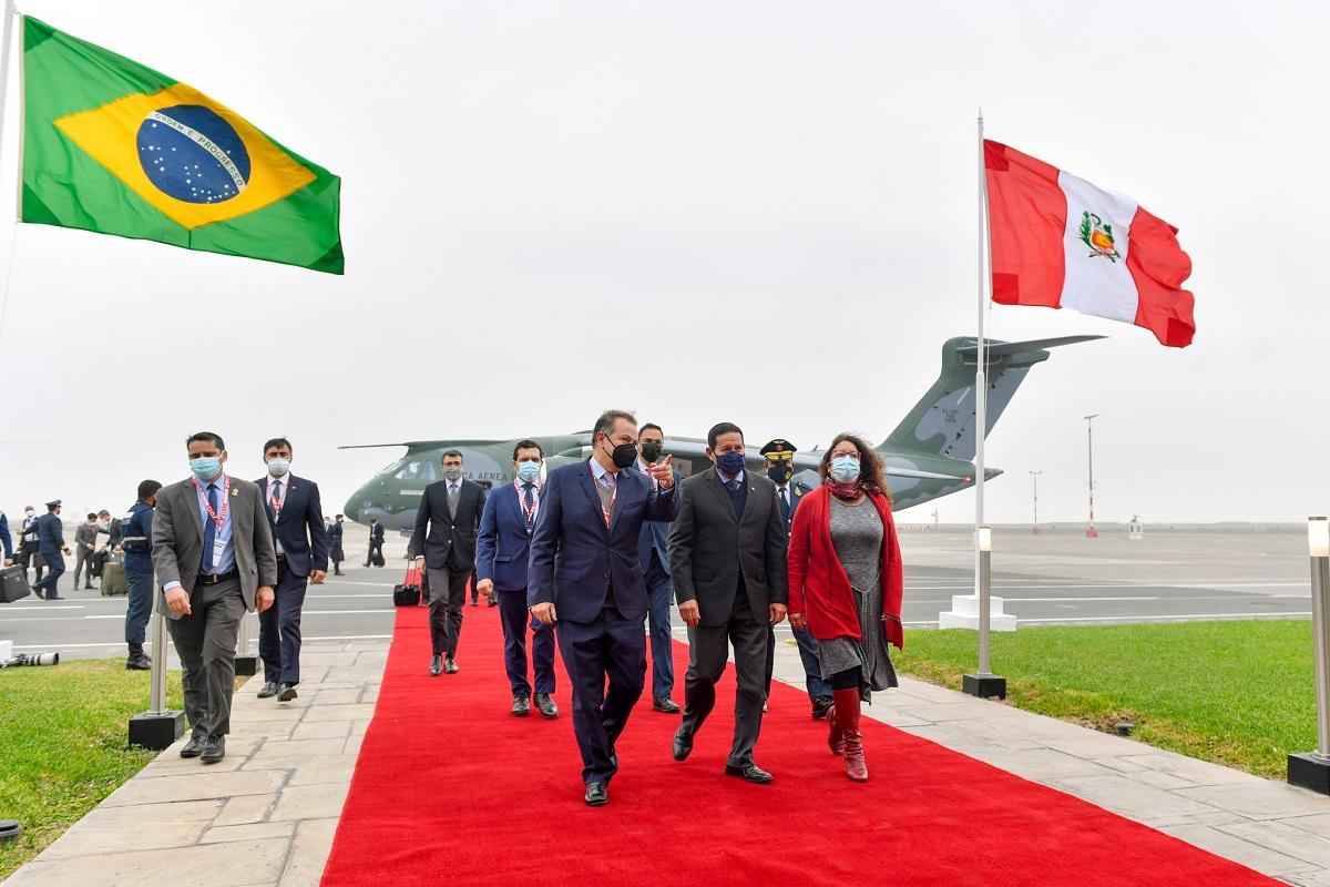 Llegó a Lima Vicepresidente de Brasil Hamilton Mourão, para asistir a la juramentación de Pedro Castillo.