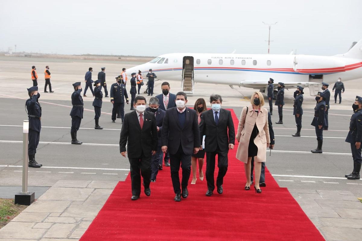 Vicepresidente de Paraguay Hugo Velázquez arriba al Perú para la transmisión de mando presidencial a Pero Castillo Terrones.