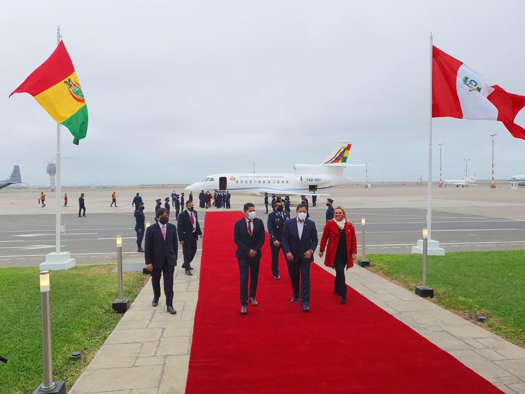 Presidente de Bolivia Luis Arce, llega hace instantes al Perú a la toma de mando presidencial de Pedro Castillo.