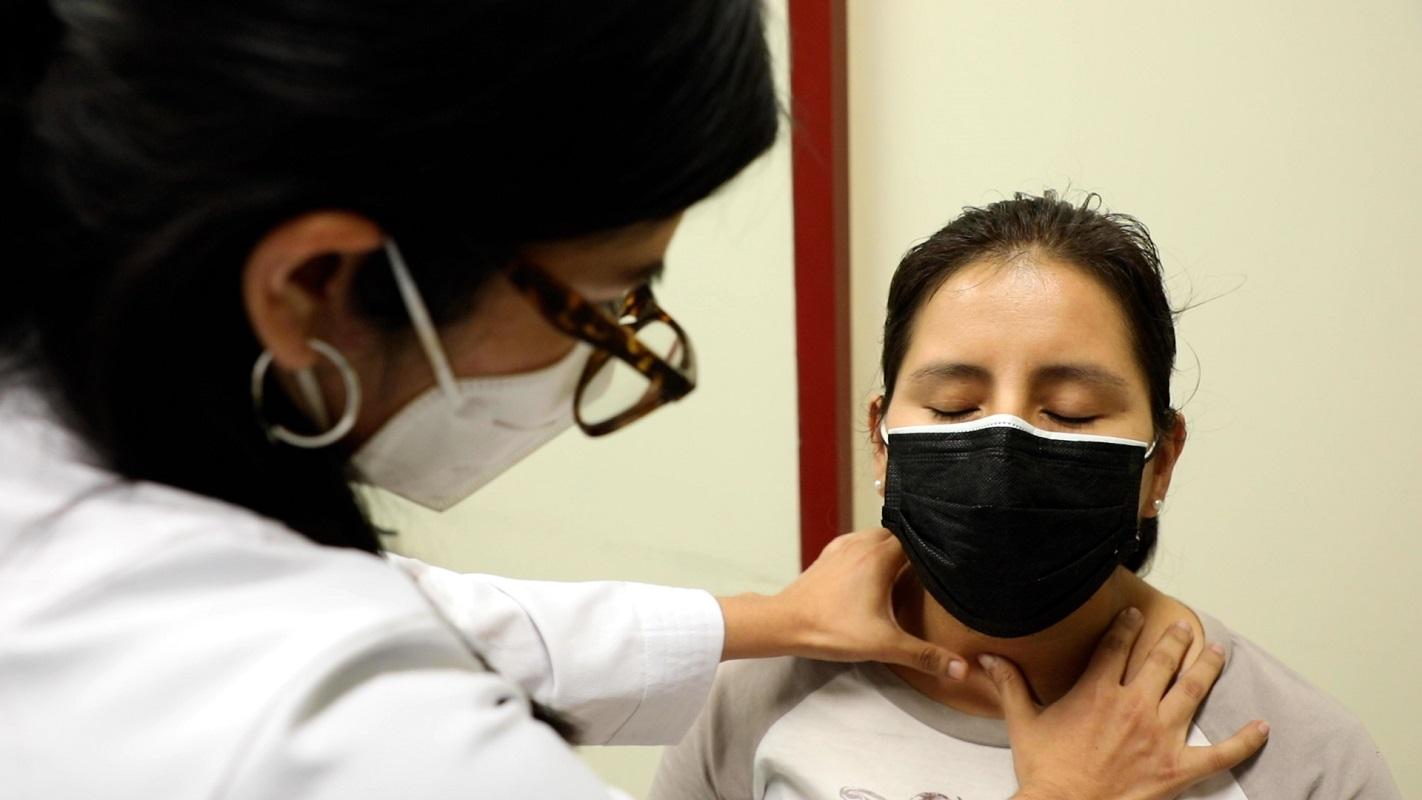 Advierten prevalencia de disfunción tiroidea en pacientes hospitalizados por Covid-19, informó Hospital Almenara.