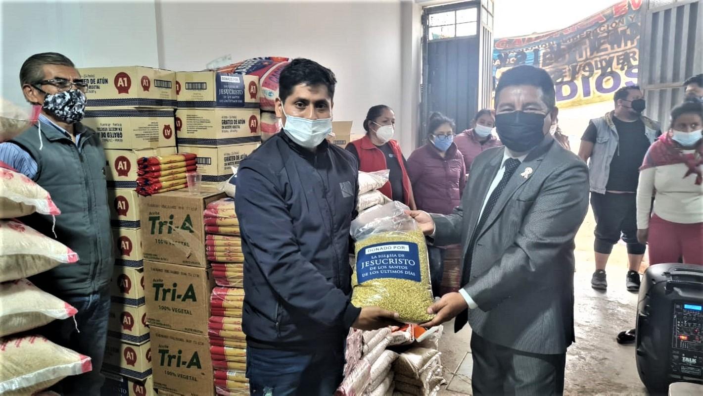 Iglesia de Jesucristo dona más de 12 y media toneladas de alimentos para 8 ollas comunes de Chosica-Lima.