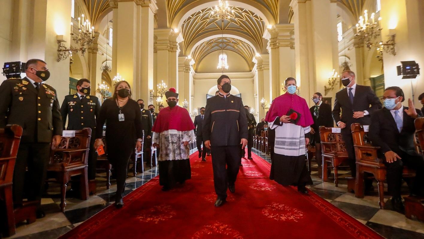 """El jefe de Estado Pedro Castillo Terrones, participó hoy en la misa en homenaje a Santa Rosa de Lima, """"Patrona de la Policía Nacional del Perú""""."""