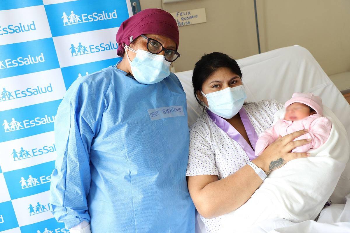 En el Día del Obstetra, destacan más de 6.500 atenciones a gestantes y más de mil mujeres contagiadas de la Covid-19 en pandemia.