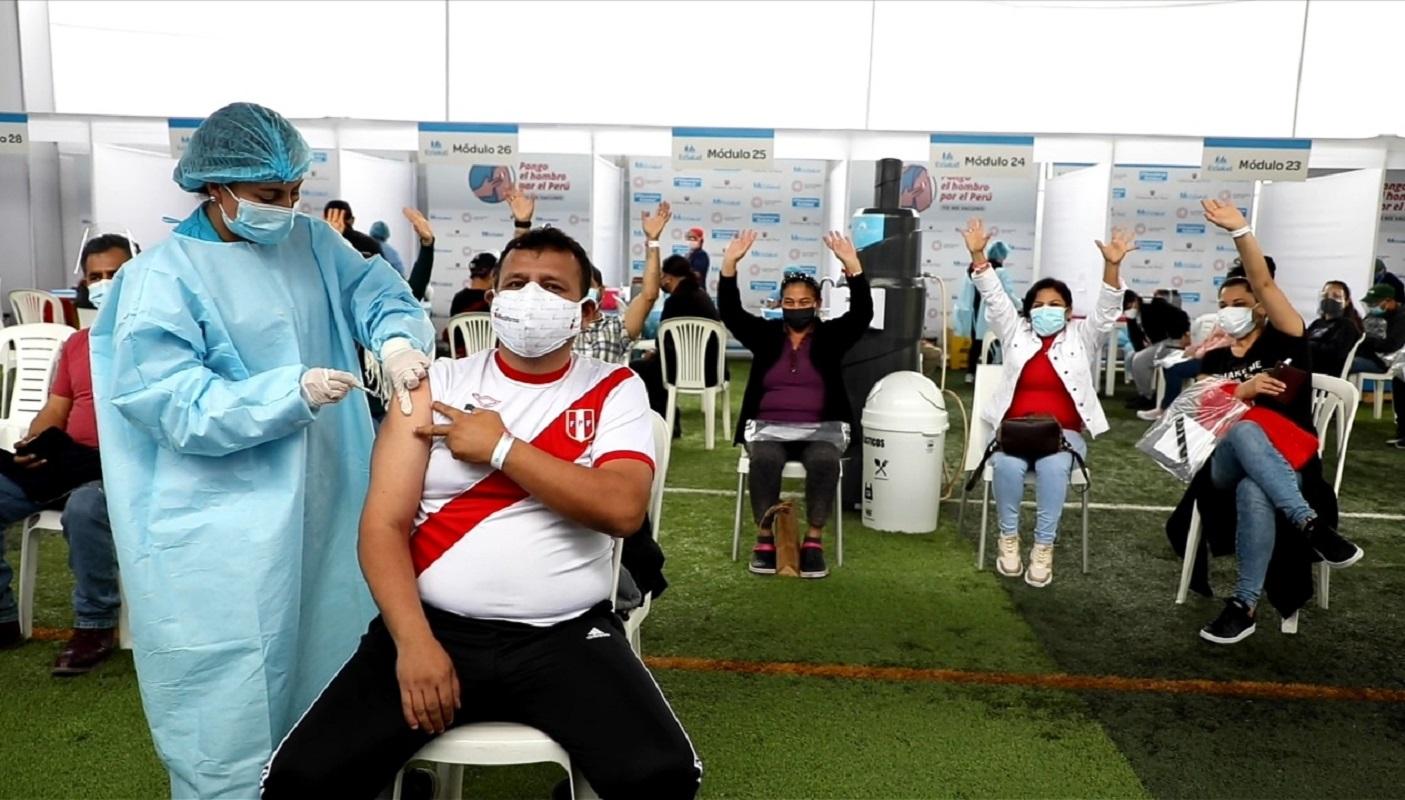 EsSalud tendrá 8 centros disponibles en el VACUNATÓN en todo Lima por 36 horas seguidas.