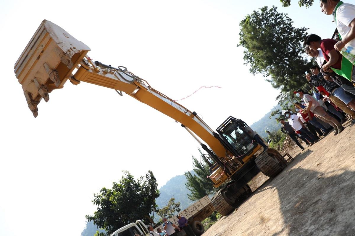 Gore Ayacucho anuncia construcción de carretera Tircus.-Rosario Acon, por un valor de 48 millones de soles.