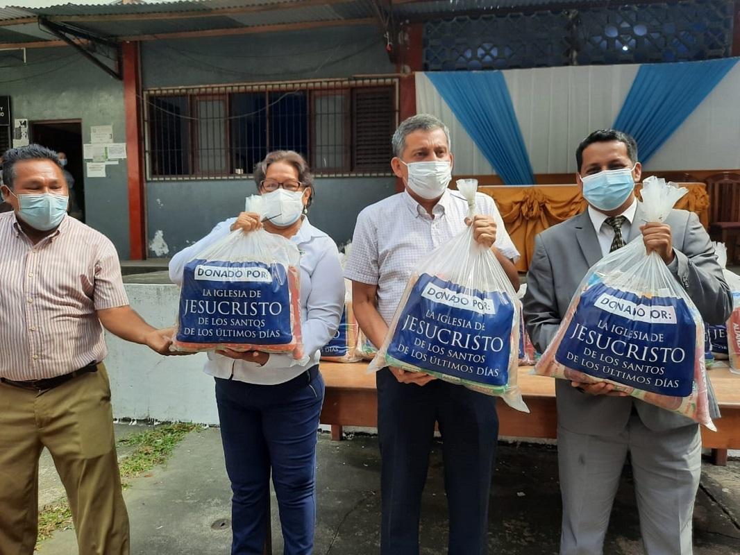 Iglesia de Jesucristo dona alimentos a Municipalidad San Juan Bautista en Iquitos.