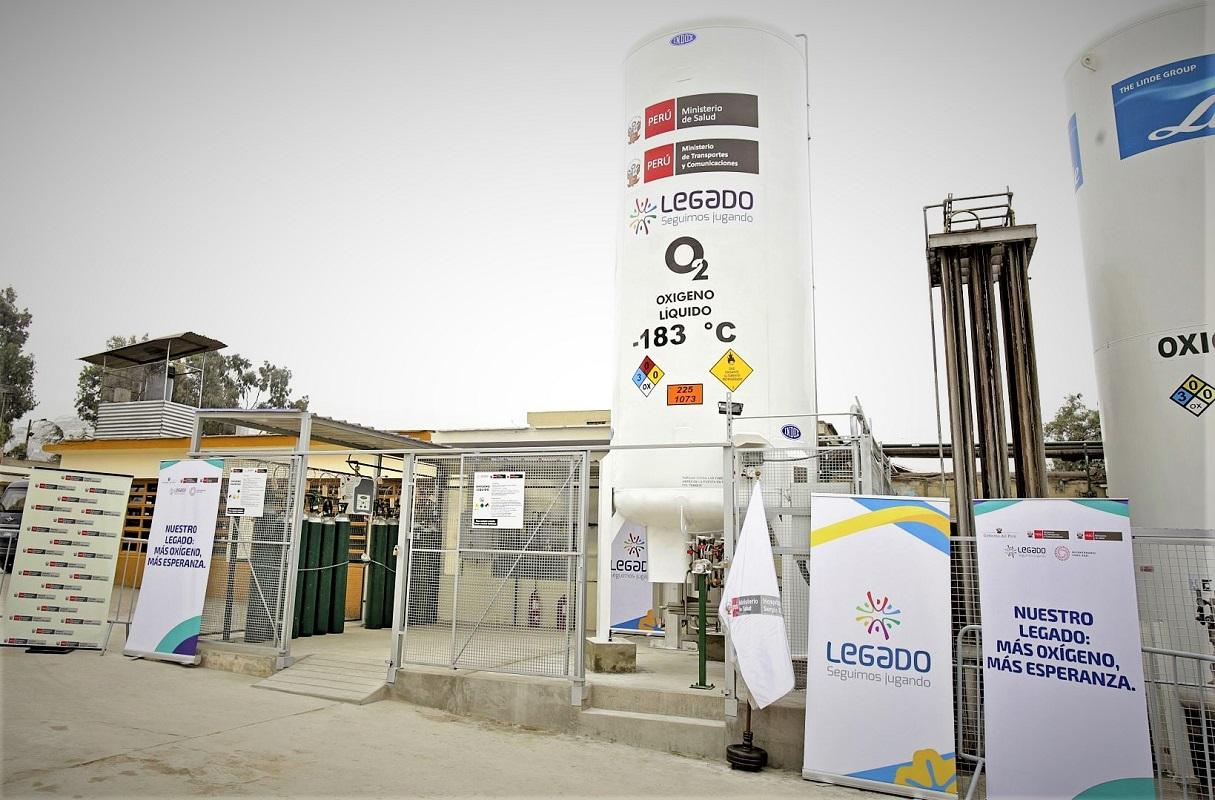 Proyecto Legado entregó estación de oxígeno y tanque al hospital Sergio Bernales de Comas, importados desde España.