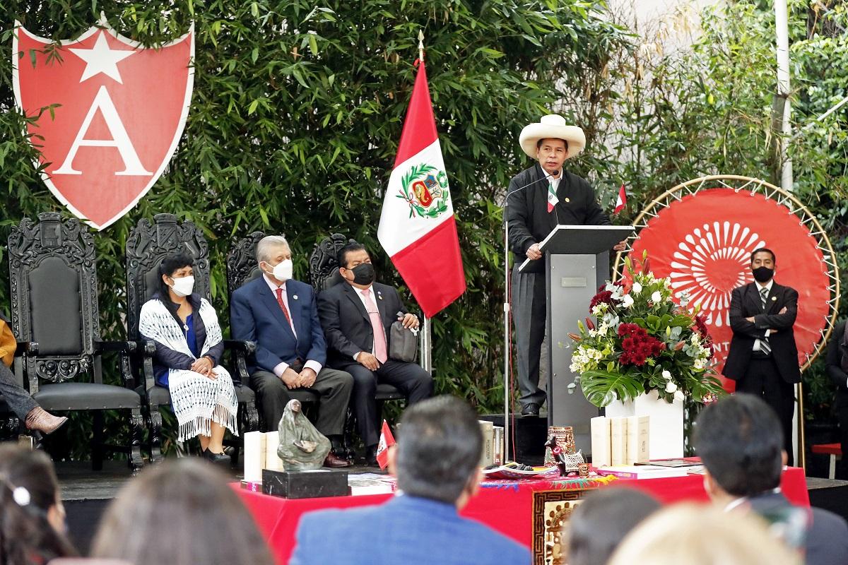 Pedro Castillo y Primera Dama visitan Colegio Amauta, culminando actividades oficiales en México.