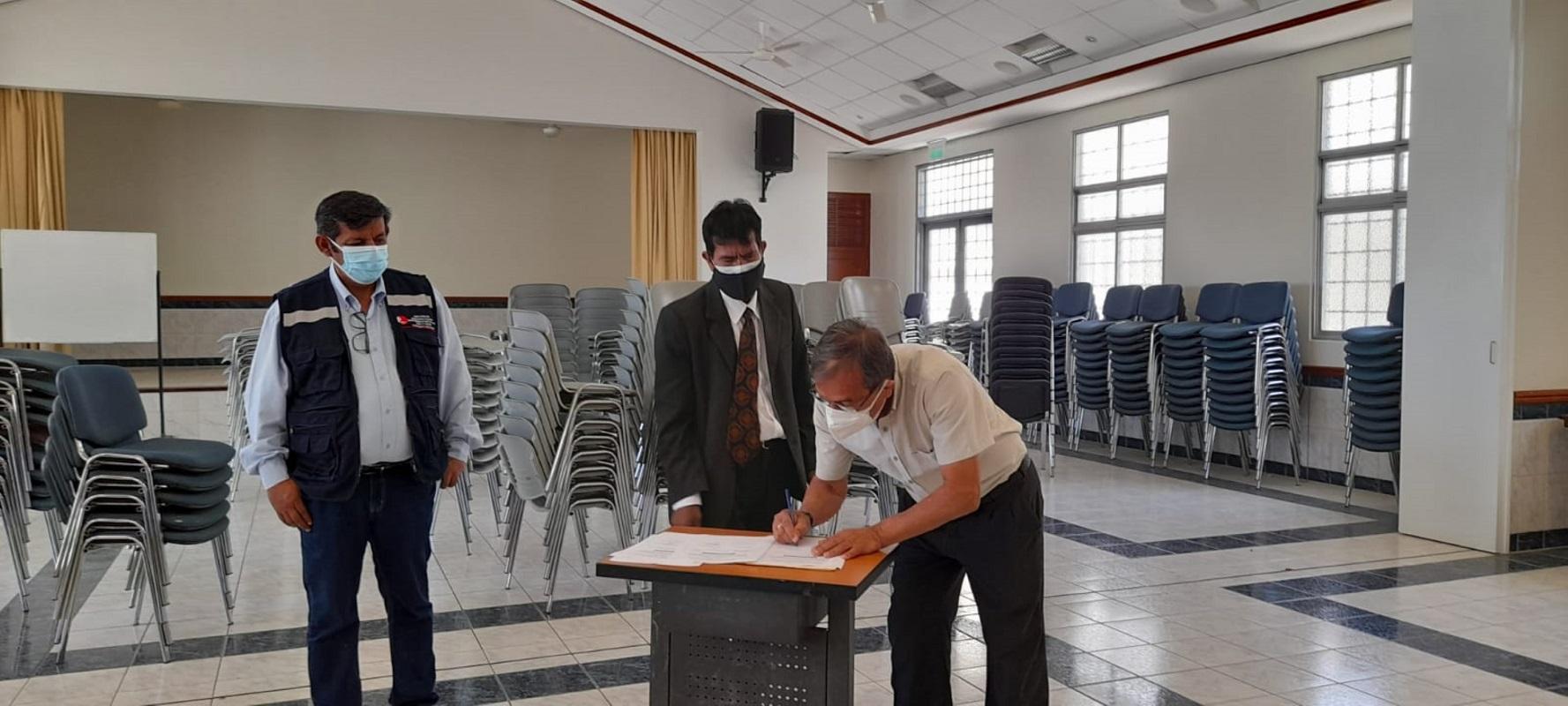 En el norte del Perú, la Municipalidad y centro de salud de Talara recibe donación de muebles de la Iglesia de Jesucristo .