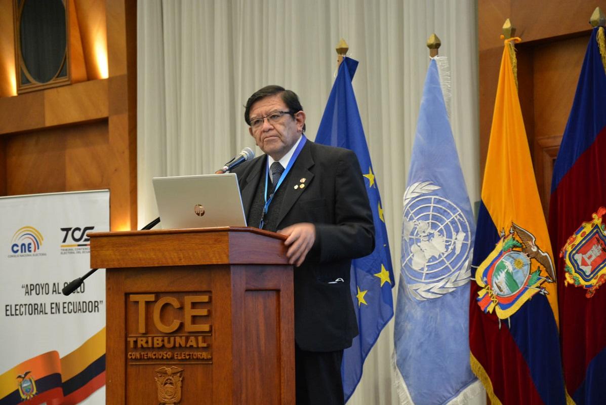 """Jorge Luis Salas, en evento internacional, """"grupos antidemocráticos quisieron torcer la voluntad popular en el Perú con ataques físicos y verbales a sus autoridades""""."""