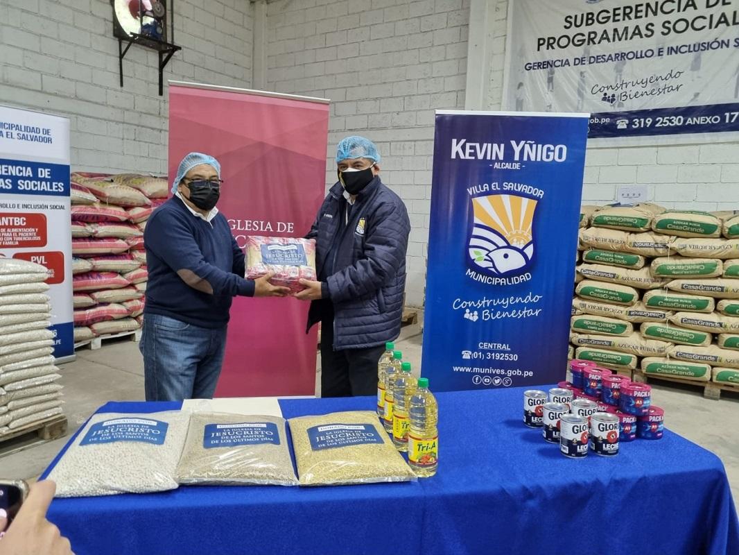 Ollas comunes de Villa El Salvador reciben donación de alimentos del programa de Servicios Humanitarios de la Iglesia de Jesucristo.