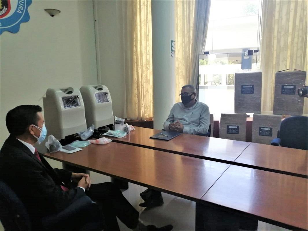 Iglesia de Jesucristo dona 8 concentradores de oxígeno a Hospital de la Universidad Nacional de Piura.
