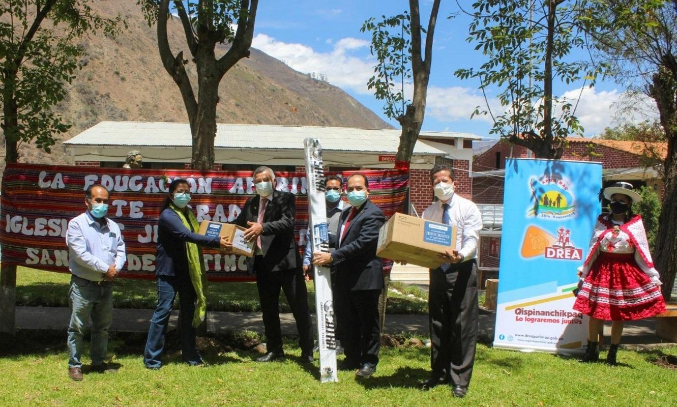 Iglesia de Jesucristo dona equipos de internet para instituciones educativas de la región Apurímac.