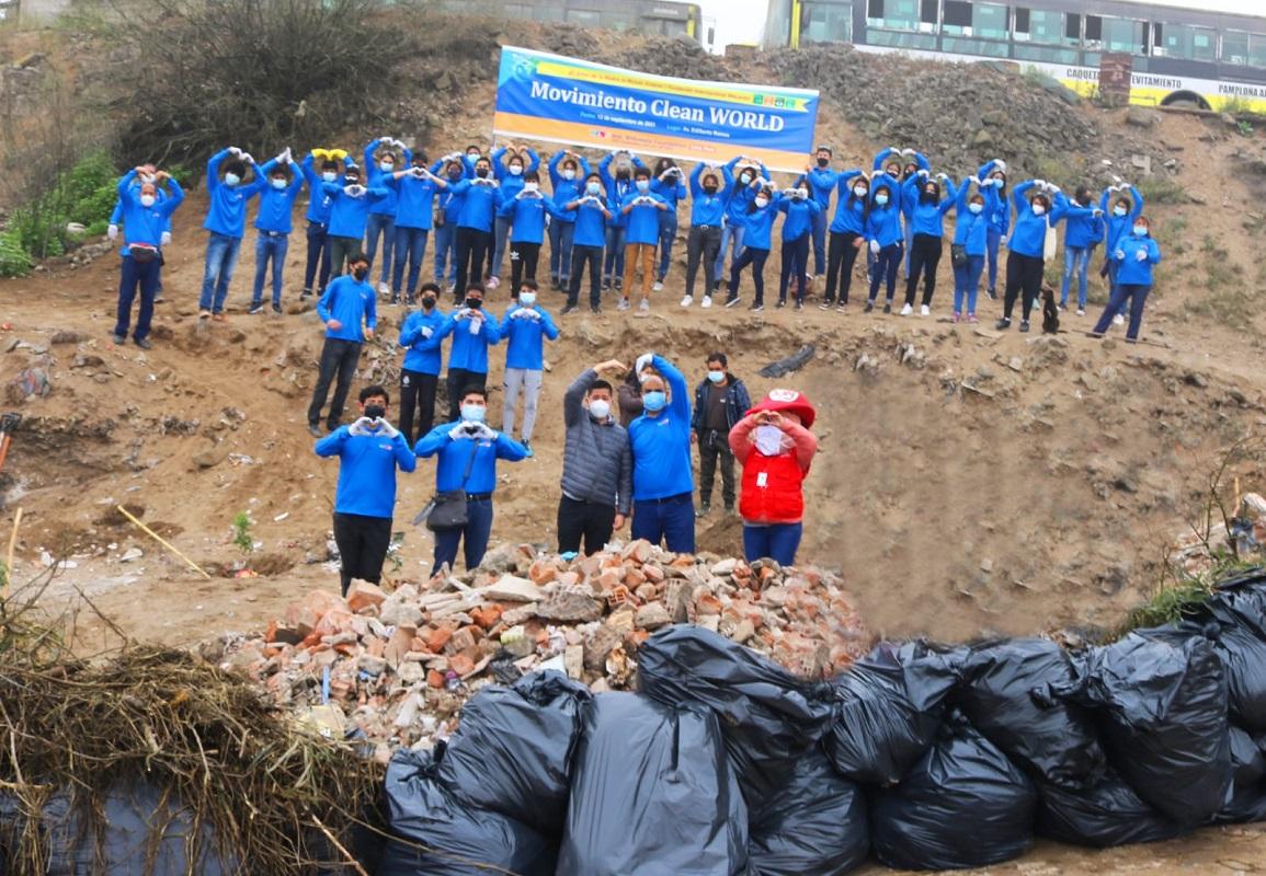 Voluntarios de la Fundación Internacional WeLoveU realizan campaña de limpieza ambiental en San juan de Miraflores.