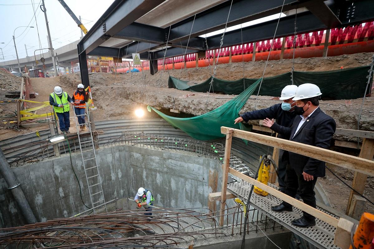 El jefe del gabinete ministerial Guido Bellido inspeccionó obras en Pirámides del Sol, en San Juan de Lurigancho.