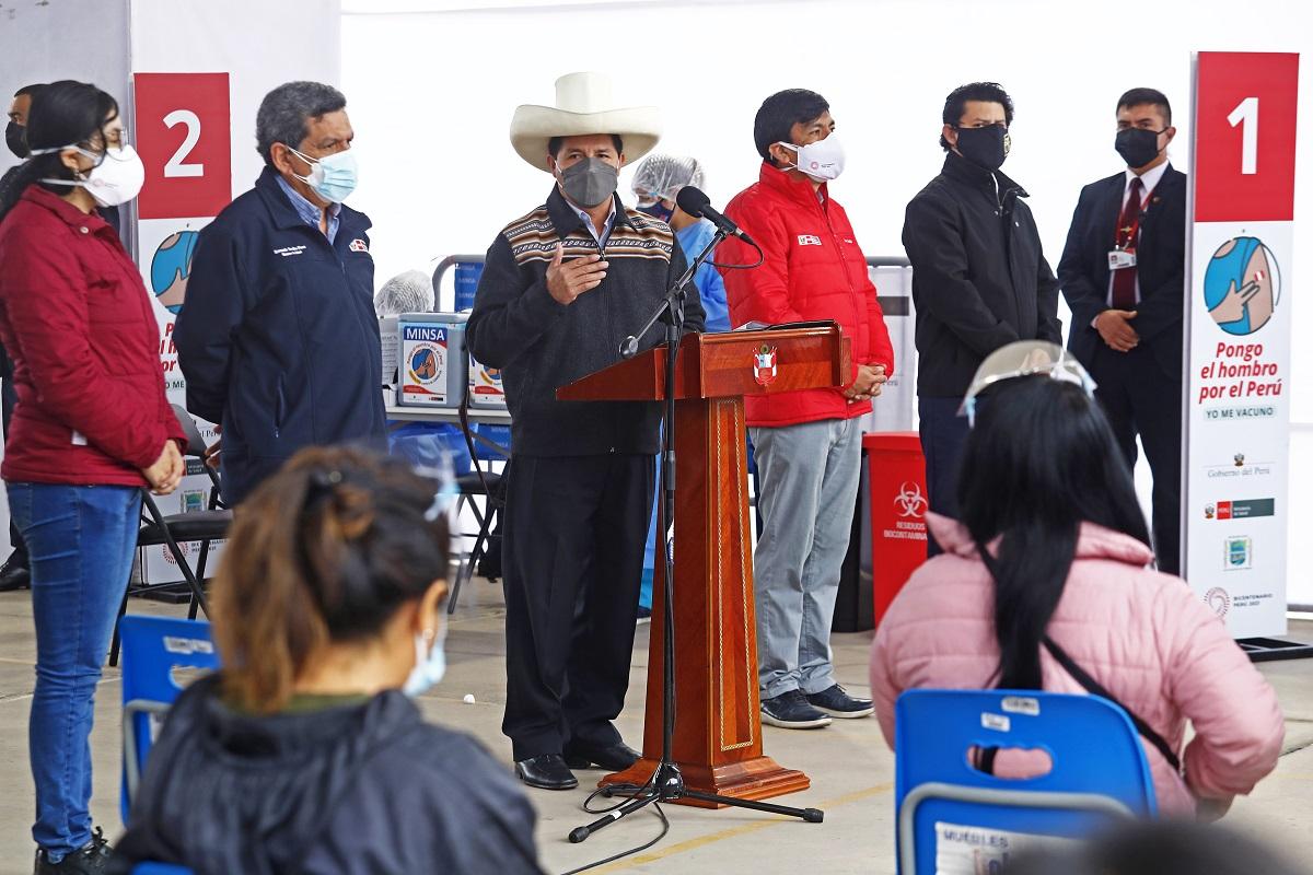 Pedro Castillo en inicio de vacunación a docentes urbanos, afirmó que se repotenciará la labor de los maestros peruanos.