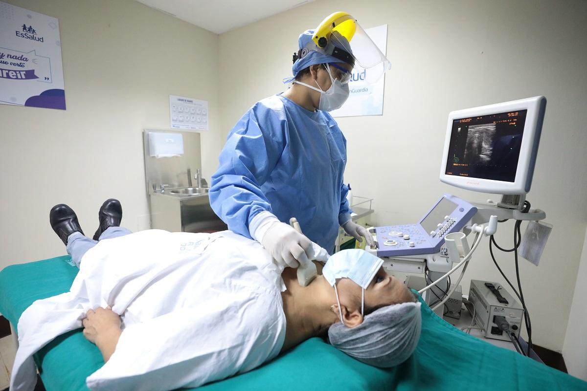 Más de 160 mil consultas en centros oncológicos preventivos de Lima y Callao realizó EsSalud a pacientes asegurados.