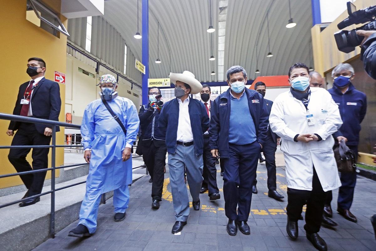 Jefe del Estado Pedro Castillo visita sorpresivamente el Instituto Nacional de Salud del Niño ubicado en el distrito de Breña.