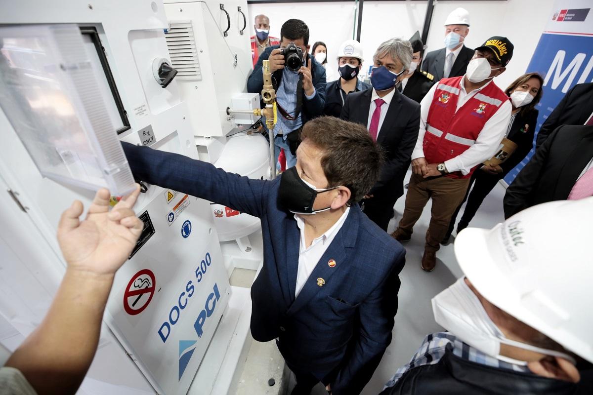 Planta de oxígeno medicinal en Villa María del Triunfo es puesta en marcha por el premier Guido Bellido Ugarte.