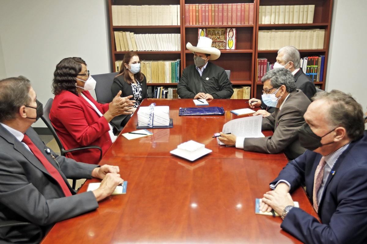 Washington D.C. jefe de Estado tuvo junta de trabajo con la directora de la Organización Panamericana de la Salud (OPS).