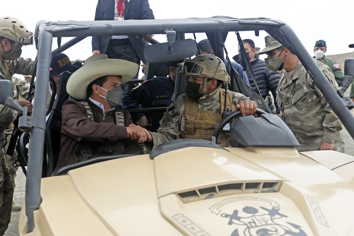 Jefe de Estado Pedro Castillo en Huacho participó del desembarco anfibio por los 200 años de la Marina de Guerra.