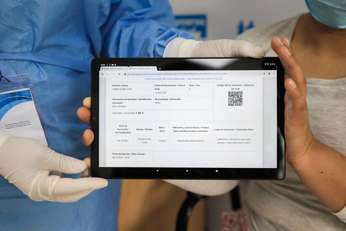 """Primer Vacunatorio Digital del Perú, fue lanzado por EsSalud para todos los peruanos bajo el lema """"cero papel""""."""