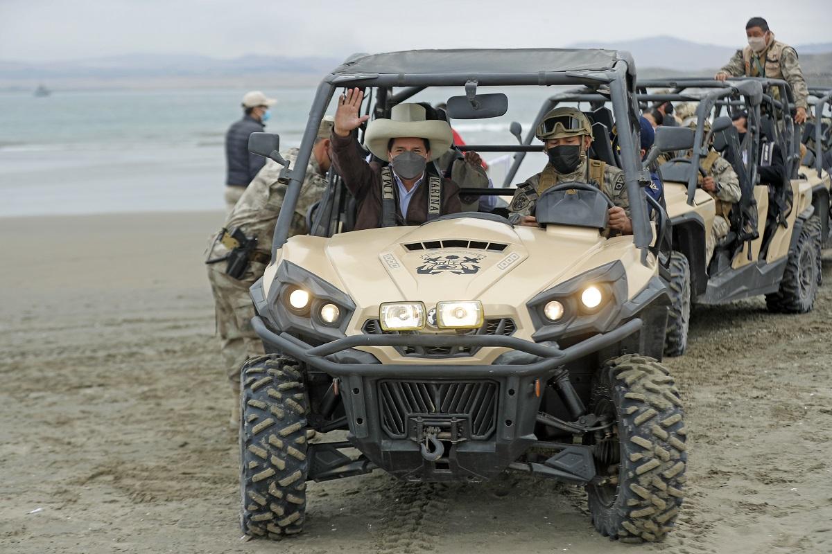 Pedro Castillo, participó del desembarco anfibio que se desarrolla en la Bahía de Salinas en Huacho.