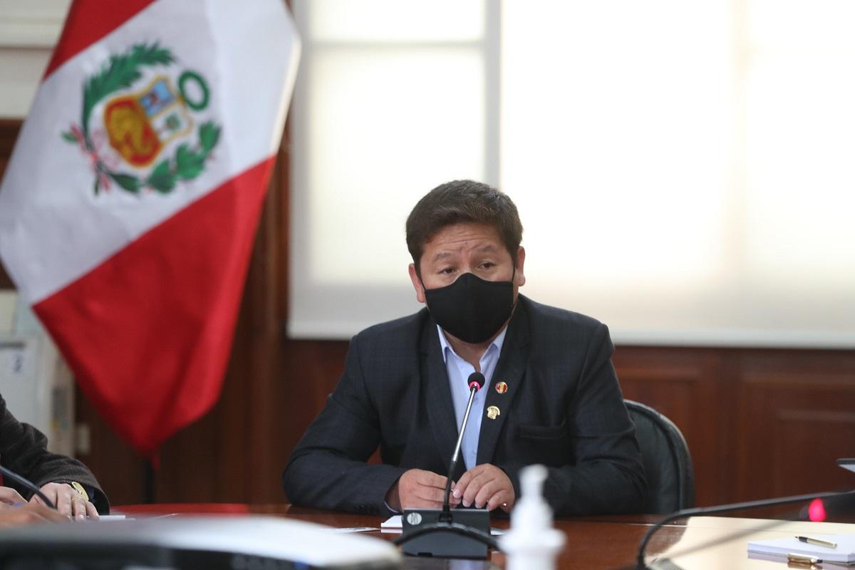 Renuncia premier Bellido y su gabinete, presidente Castillo acepta la dimisión.