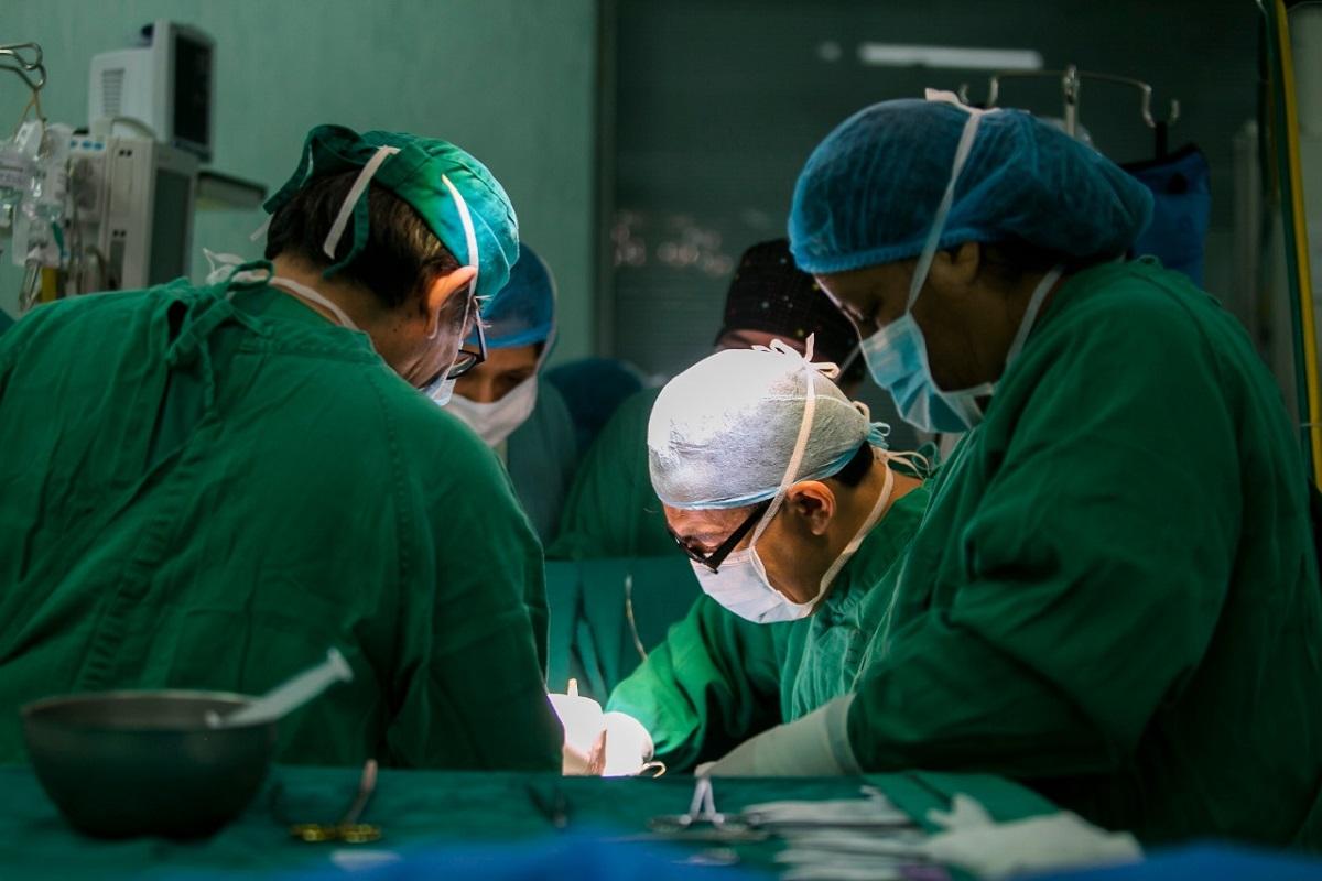Médicos del hospital Almenara de EsSalud reconstruyen aorta y salvan vida de madre cajamarquina que sufrió aneurisma abdominal.