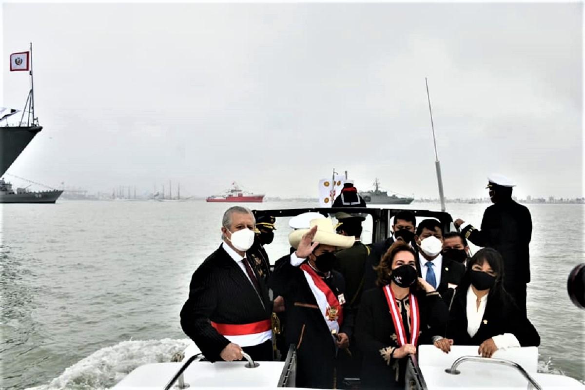 Sigamos trabajando por la seguridad, cierre de brechas e industria nacional, sostuvo mandatario en 200° aniversario de la Marina.