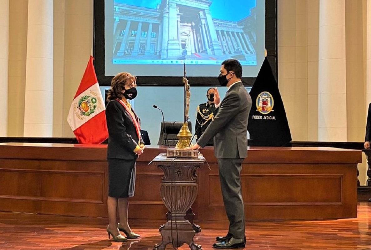 Luis Vera Castillo , juramentó como superintendente de la Sunat ante la presidenta del Poder Judicial.