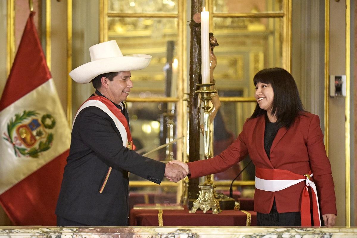 Premier Mirtha Vásquez y cuatro damas más forman parte del nuevo gabinete que juramentó ante presidente Pedro Castillo.