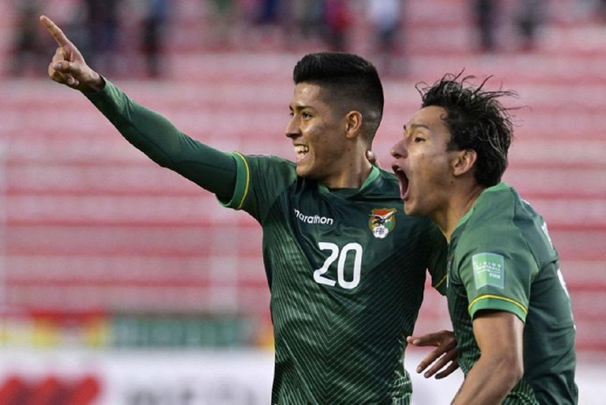 Bolivia con 10 hombres y jugando a media caña, le ganó 1-0 a Perú.